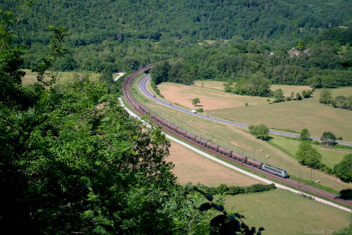 Photos de un train de citernes pour l 39 italie for Ouvrir un lien dans une nouvelle fenetre html